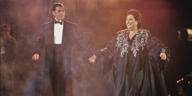 Freddie Mercury et Montserrat Caballé se produise  à Barcelone le 8 Octobre 1988.