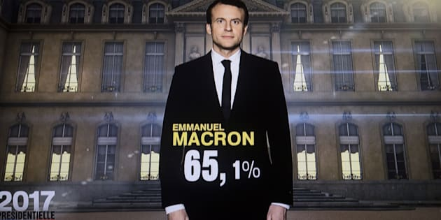 Uma foto tirada neste domingo, 7 de maio, enquanto as emissoras francesas computavam os votos.