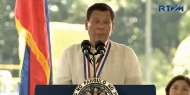 """Rodrigo Duterte, le président des Philippines donne l'ordre aux policiers de tuer """"les idiots"""" qui résistent aux interpellations"""