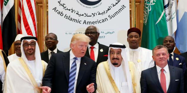 (Front R-L) Jordan's King Abdullah II, Saudi Arabia's King Salman bin Abdulaziz Al Saud, U.S. President Donald Trump, and Abu Dhabi Crown Prince Sheikh Mohammed bin Zayed al-Nahyan pose for a photo during Arab-Islamic-American Summit in Riyadh, Saudi Arabia May 21, 2017. REUTERS/Jonathan Ernst