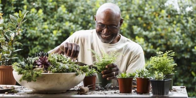 Bouger même sans faire de sport prolongerait la vie des seniors.