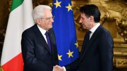 En Italie, le chef du nouveau gouvernement populiste Giuseppe Conte a prêté