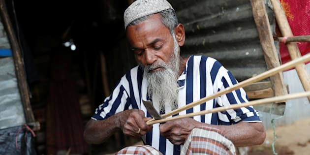 Hamid Hussain, a 71-year-old Rohingya refugee cuts firewood after an interview with Reuters at Kutupalong camp, near Cox's Bazar, Bangladesh January 13, 2018. Picture taken January 13, 2018.REUTERS/Tyrone Siu