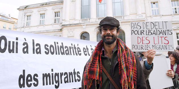 """L'agriculteur de la vallée de la Roya Cédric Herrou, condamné pour avoir aidé des migrants, a contesté sa condamnation en déposant une question prioritaire de constitutionnalité (QPC) portant sur la conformité constitutionnelle du """"délit de solidarité"""", qui doit être tranchée par le Conseil constitutionnel."""
