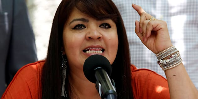 La ex líder de la policía comunitaria de Olinala y candidata al Senado por Morena, Nestora Salgado, habla durante una conferencia de prensa.