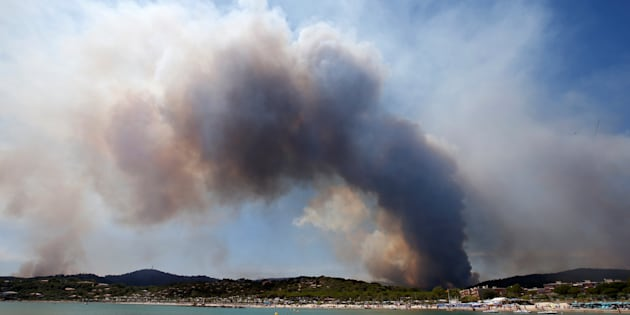 """Bormes-les-Mimosas: Evolution """"plutôt favorable"""" sur le front des incendies,feux maîtrisés dans les Bouches-du-Rhône"""