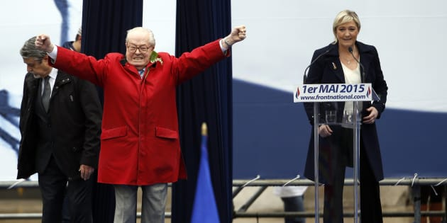 Jean-Marie Le Pen promet de s'inviter au congrès de 2018 du Front national. De quoi embarrasser sa fille Marine comme il l'avait déjà fait lors du 1er mai 2015 (ici en photo).