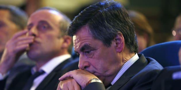 """Affaire François Fillon: du remboursement au """"plan B"""", la question est sur la table"""
