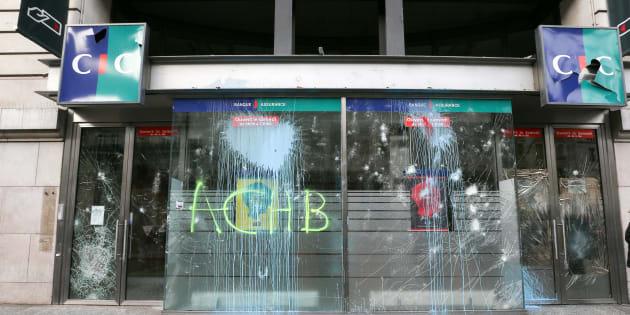 Après la manifestation des gilets jaunes à Paris, plus de 200 entreprises dégradées (photo prise le 2 décembre à Paris).