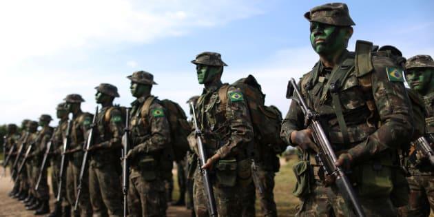 """""""É necessário notar que os militares possuem uma série de privilégios em relação a outras categorias no Brasil"""", ressalta a historiadora."""