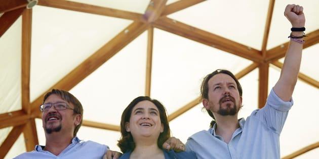 Xavier Doménech, Ada Colau y Pablo Iglesias, durante el acto de Catalunya en Comú con motivo de la Diada del 11 de septiembre, en Santa Coloma de Gramanet.