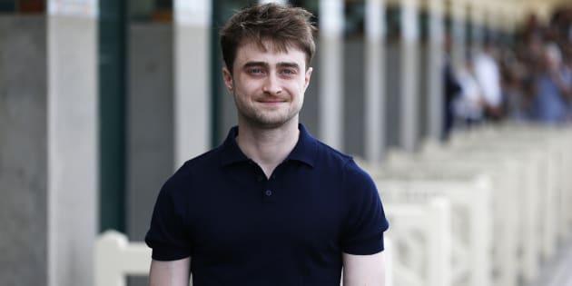 Daniel Radcliffe se précipite pour aider un passant qui vient de se faire voler son sac - Daniel Radcliffe sur la promenade des planches à Deauville pour le 42e festival du film américain