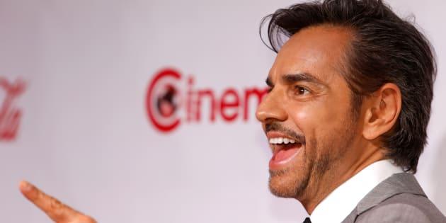 El actor / comediante mexicano Eugenio Derbez, ganador del premio al Logro Internacional en Comedia, posa en la alfombra roja durante CinemaCon.