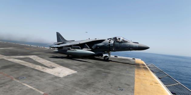 Un avion militaire américain décollant d'un porte-avions dans le le golfe Persique le 16 juin 2016.