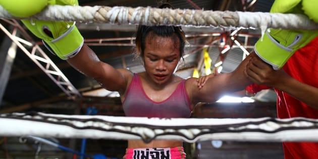 Nong Rose Baan Charoensuk s'entraîne près de Buriram, en Thaïlande, en juillet.
