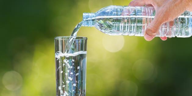 Pour Noël, offrir de l'eau ne devrait pas être un cadeau.
