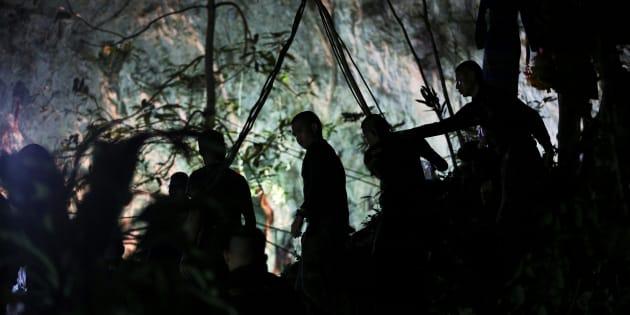 Thaïlande: les lettres poignantes des enfants coincés dans la grotte.