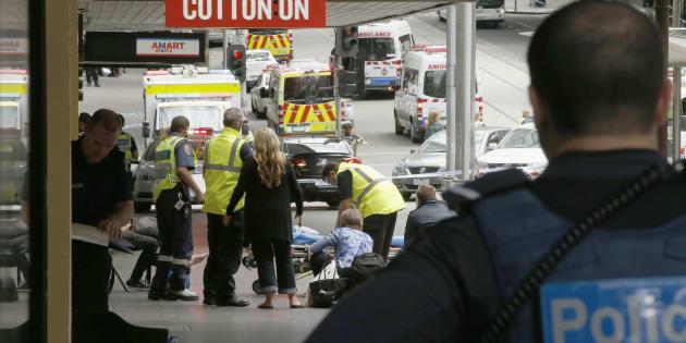 Une voiture fonce dans la foule à Melbourne en Australie, au moins trois morts