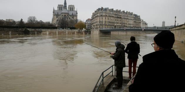 Le foto della Senna in piena a Parigi