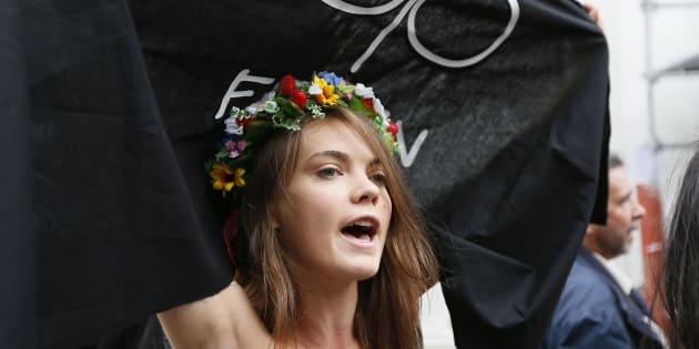 Oksana Shachko dans une manifestation à Paris, en 2012.