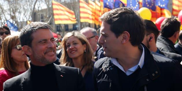 Manuel Valls et le leader de Ciudadanos Albert Rivera lors d'une manifestation contre l'indépendance de la Catalogne, le 18 mars à Barcelone.