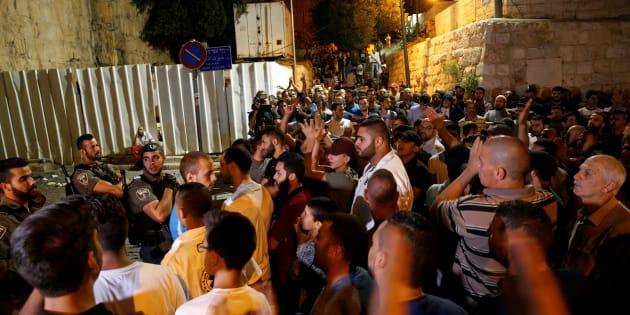 Scontri Gerusalemme, corteo funebre per uno dei palestinesi morti