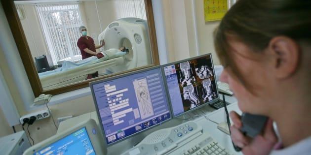 Un paciente se somete a un TAC, en una imagen de archivo.