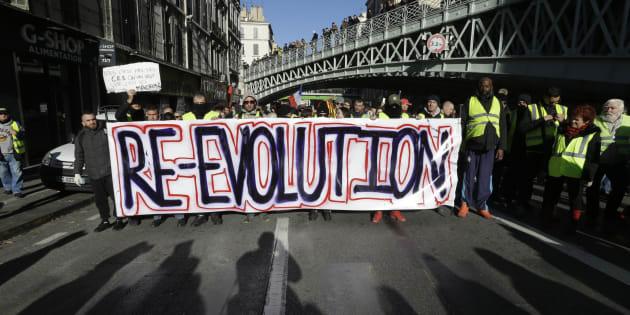 """Les """"Gilets jaunes"""", c'est la révolte des travailleurs pauvres et des classes moyennes précarisées, de la ville comme de la campagne."""