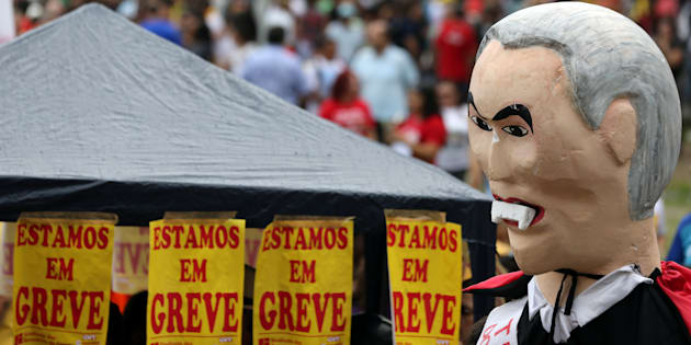 Protesto em Fortaleza contra as reformas do governo de Michel Temer.