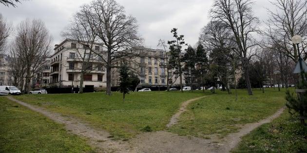 Une photo prise le 10 mars 2016 montre l'emplacement du projet de centre pour sans-abri dans le Bois de Boulogne, dans le 16 arrondissement de Paris. Le maire et les riverains avaient demandé le retrait de ce projet.