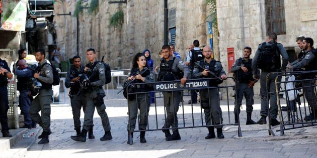 Des policiers près de la Vieille ville de Jérusalem, le 14 juillet.