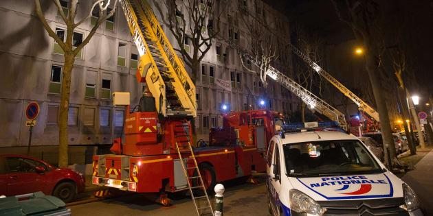 Un mort et des blessés dans l'incendie d'un centre pour migrants à Boulogne-Billancourt, la piste criminelle privilégiée