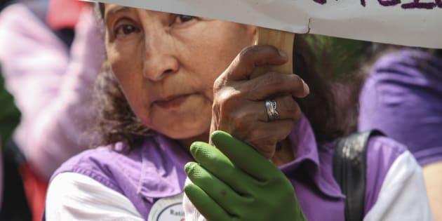 Empleadas domésticas organizadas entregaron una carta en la Secretaría de Gobernación exigiendo una ratificación al Convenio 189, en Ciudad de México, el 14 de abril de 2015.