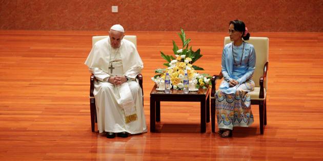 """En Birmanie, le pape François évite de prononcer le mot """"Rohingyas"""""""