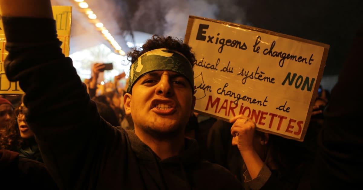 Algeria, la piazza sfida il regime nell'anniversario della fine della guerra d'indipendenza