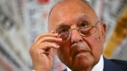 Il ministro Savona indagato per usura bancaria. Di Maio: