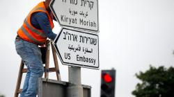 Spuntano i cartelli stradali a Gerusalemme per l'Ambasciata