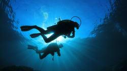 Abusa di una 14enne durante l'immersione: arrestato istruttore di sub. Un video lo