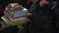 Aguas con lo que los niños cargan en la mochila: ¡no debe sobrepasar el 10% de su peso!