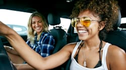 Psicólogos explicam por que cantar no carro nos dá tanto