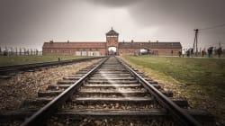 Auschwitz demande aux visiteurs de ne pas se tenir sur les