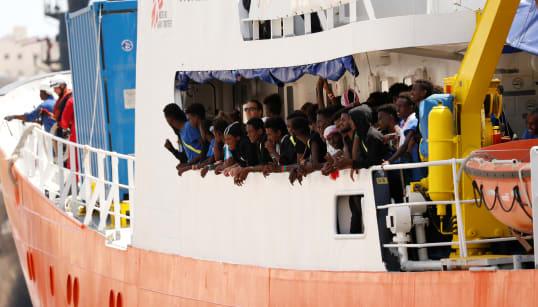 ACCUSE ALL'ITALIA - Panama revoca l'iscrizione di Aquarius dal registro navale. Ong denunciano: