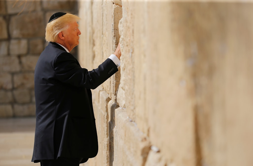 First Sitting President To Visit >> Trump Becomes First Sitting Us President To Visit Western Wall Aol