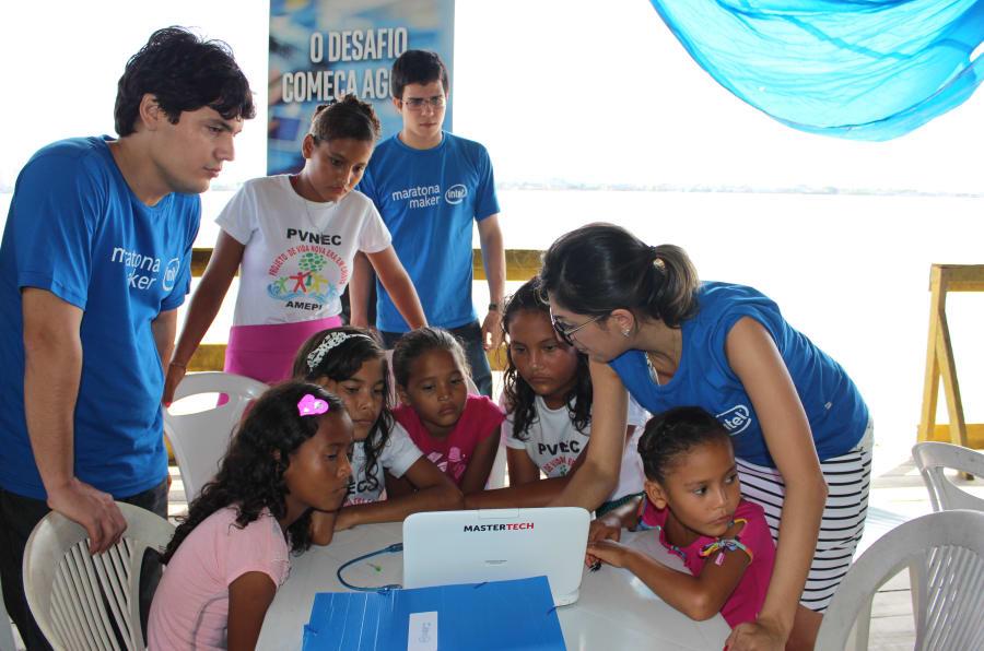 Maratona Maker realizada em parceria com a Intel para as crianças ribeirinhas.