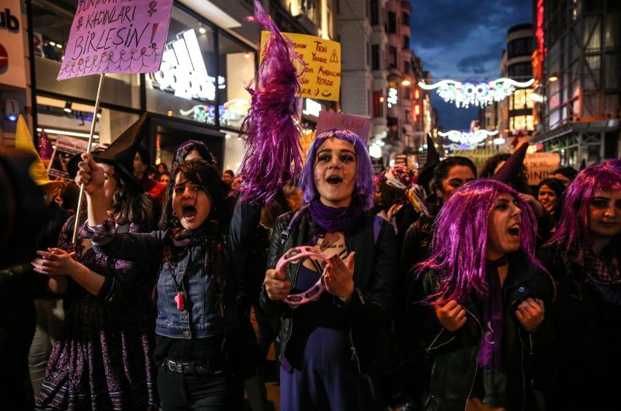 Protesto de mulheres na Turquia.