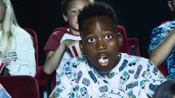 Un cinéma diffuse la bande-annonce d'un film d'horreur terrifiant avant un film pour
