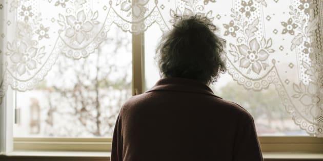 Anziana violentata in casa in periferia a Milano