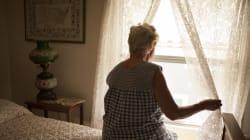 Tenta di uccidere la suocera di 86 anni a martellate: grave