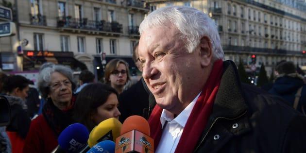 Gérard Filoche s'exprime à la sortie de la Mutualité à Paris, le 17 décembre 2016. AFP PHOTO / CHRISTOPHE ARCHAMBAULT