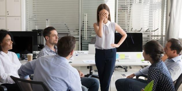 """""""L'introversion n'est pas la timidité, qui est une peur du jugement social; c'est la manière dont on réagit aux stimuli sociaux. Un introverti se sent au niveau optimal d'activité intellectuelle dans un cadre calme avec peu de stimuli extérieurs."""""""